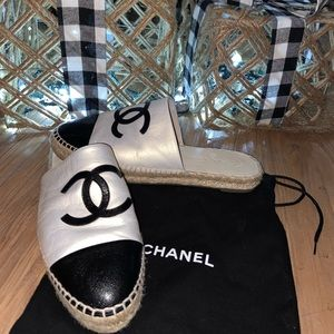 Authentic Chanel Espadrille Mules CC logo b/w
